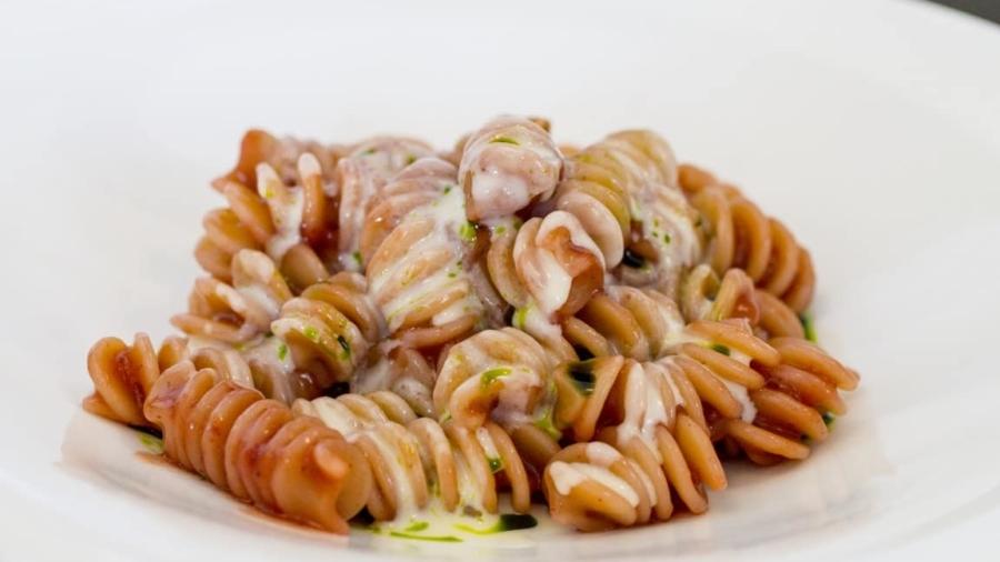 Pasta al finto pomodoro (con prugne fermentate) - Davide Caranchini - Materia -min