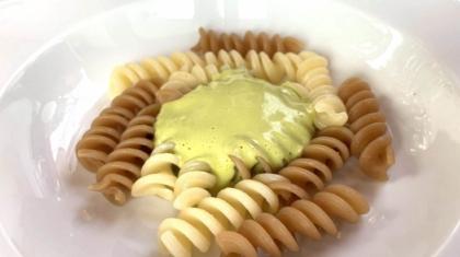 Pasta in due cotture con crema di pistacchio e pomodoro di Camanini-min