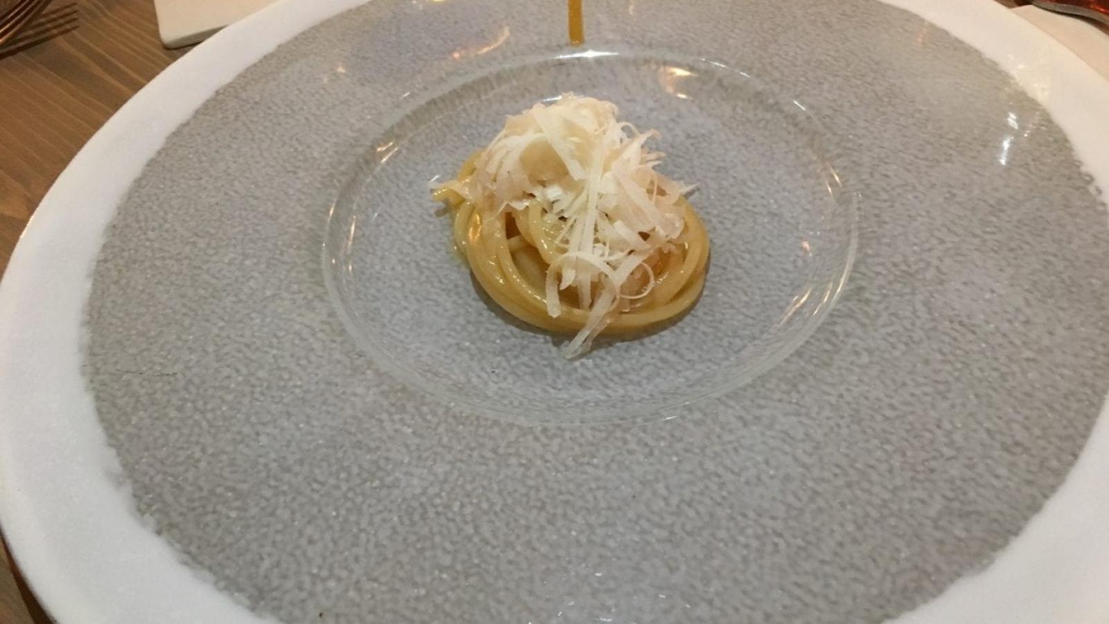 Spaghetto mantecato al burro di genziana, caciotta di capra, scorzetta di bergamotto candito di Gorini a Dagorini-min
