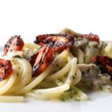 Gli spaghetti affumicati alle vongole di Mauro Uliassi.