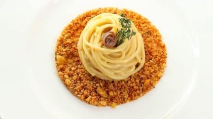 spaghetti-pane-burro-e-acciughe-800x1200
