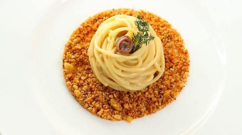 spaghetti-pane-burro-e-acciughe